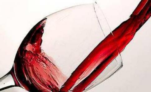 Γιατί δεν πρέπει να πίνουμε αλκοόλ σε μεγάλο ποτήρι