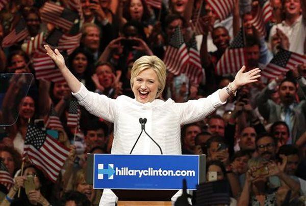 Η Χίλαρι εξασφάλισε το χρίσμα και πανηγυρίζει την «ιστορική στιγμή»