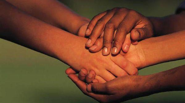 «Φύλακες άγγελοι» των απόρων ομογενείς που διαμένουν στο εξωτερικό
