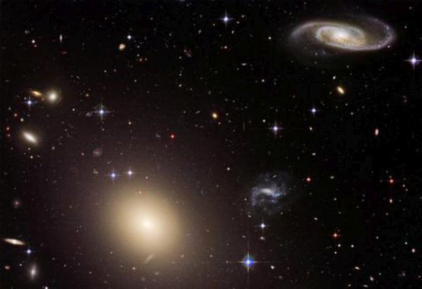 Mαύρη τρύπα «ρουφάει» διαγαλαξιακά ψυχρά νέφη αερίων