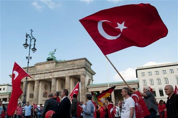 Πύρινη επιστολή Σουλτς προς Ερντογάν για την επίθεση σε γερμανούς βουλευτές