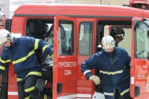 Λάρισα: Φωτιά «άρπαξε» πυλωτή πολυκατοικίας