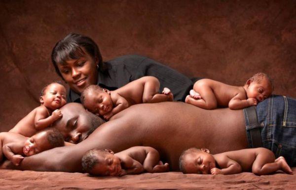 Μοναδική φωτογραφία εξάδυμων 6 χρόνια μετά τη γέννησή τους