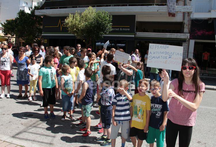 Καλαμπάκα: Πορεία διαμαρτυρίας & ψήφισμα στην εταιρεία κατά της κεραίας κινητής εντός πόλης
