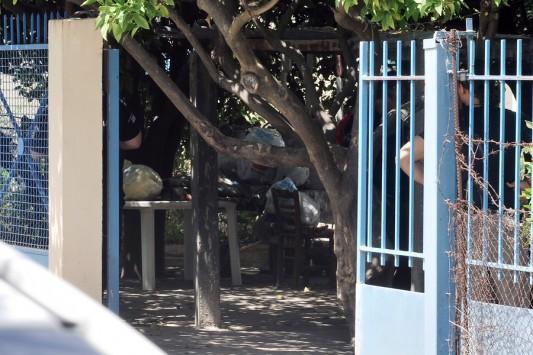 Ασύλληπτη τραγωδία: Σκότωσε τον έναν γιο του για να μην επιβαρύνει τον άλλο