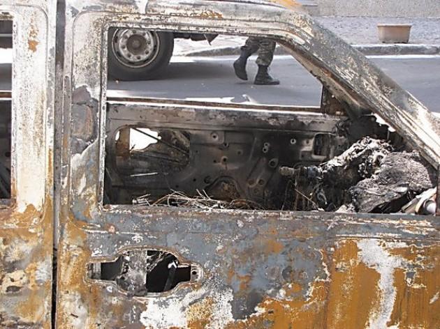 """Η Αστυνομία διαψεύδει το ΓΕΣ: """"Καθαρός"""" εμπρησμός στο στρατιωτικό τζιπ"""