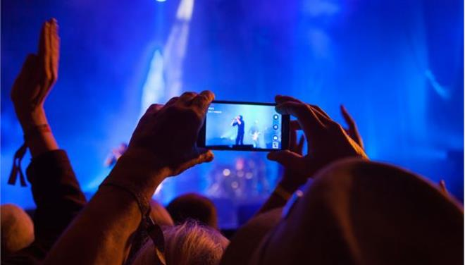 Η Apple «κλειδώνει» τη βιντεοσκόπηση με τα κινητά