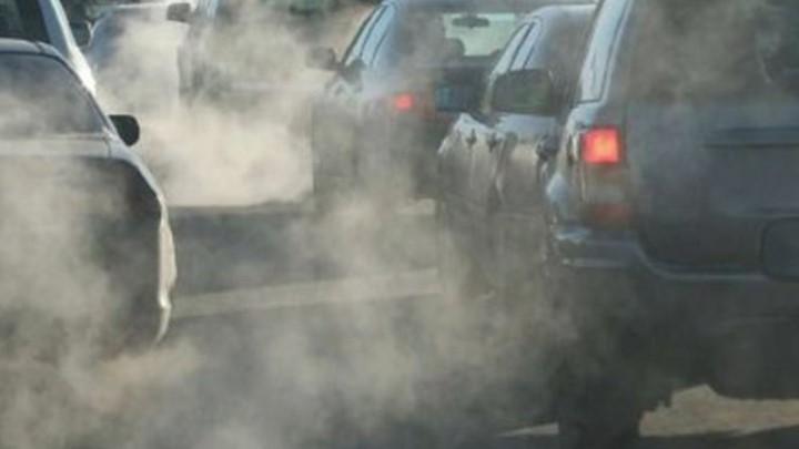 Μέτρα στο Παρίσι για τον περιορισμό της ρύπανσης από τα παλαιά αυτοκίνητα