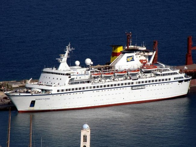 Το κρουαζιερόπλοιο «Salamis Filoxenia» στη Σκιάθο