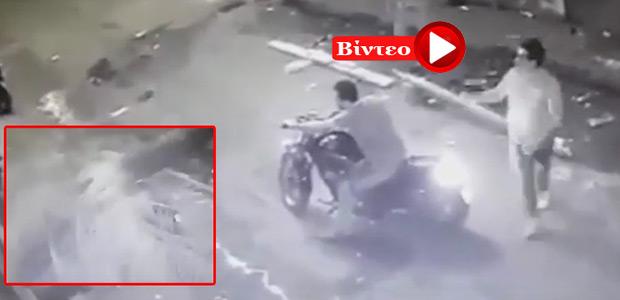 Αίγυπτος: Καρέ καρέ η πτώση φοίνικα σε μοτοσικλετιστή