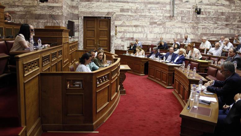 Πρώτη ψηφοφορία -ήττα της κυβέρνησης για τον εκλογικό νόμο στη Βουλή