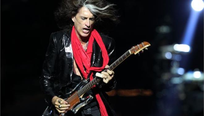 Κατέρρευσε στη σκηνή ο κιθαρίστας των Aerosmith Τζο Πέρι