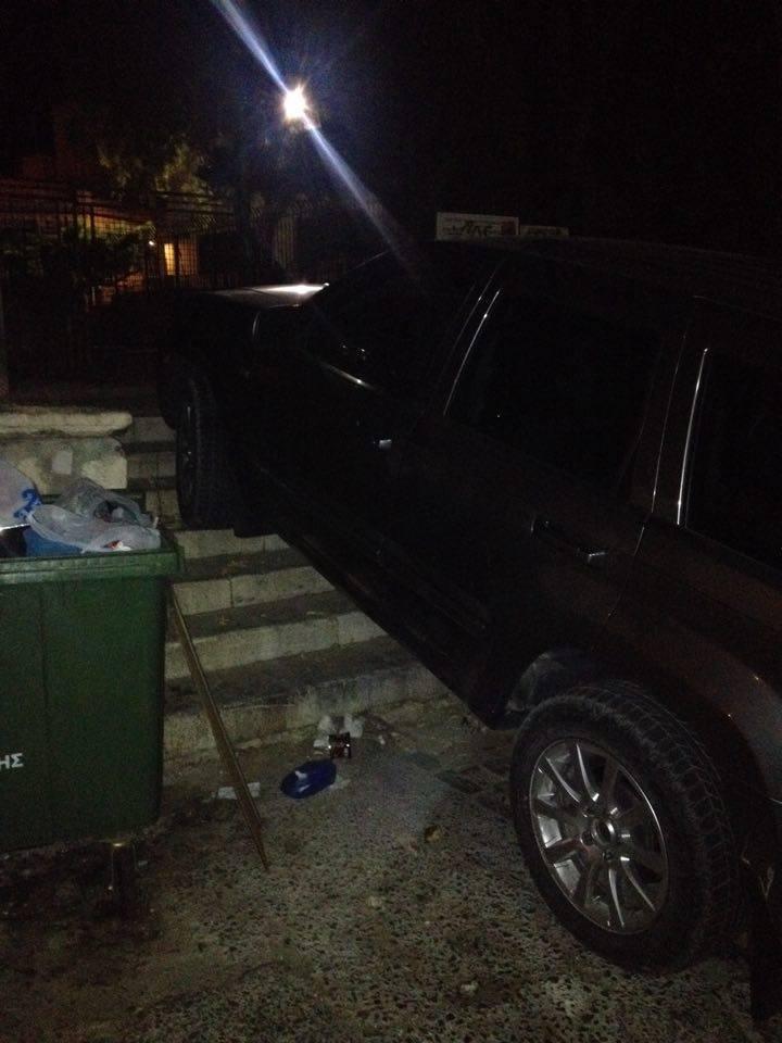 Σύρος: Παρκάρισμα για όσκαρ οδηγικής γαϊδουριάς