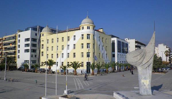 Στην κόψη του ξυραφιού κτίρια του Πανεπιστημίου Θεσσαλίας