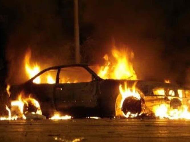 Αυτοκίνητο τυλίχθηκε στις φλόγες