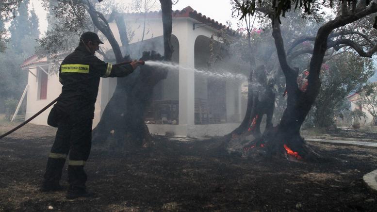 Πύρινη λαίλαπα για τρίτη μέρα στη Β. Εύβοια, αγωνία για τους κατοίκους