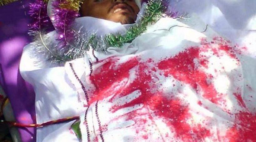 Τον δάγκωσε φίδι, πέθανε, αναστήθηκε και... ξαναπέθανε την ώρα της κηδείας του!