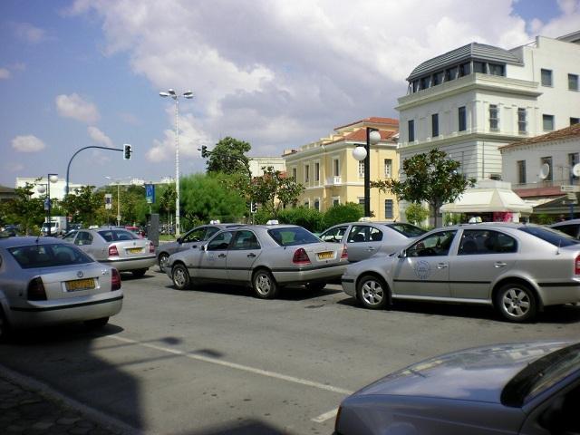 Αναζητείται ταξιτζής για επίθεση με σιδερογροθιά σε συνάδελφό του