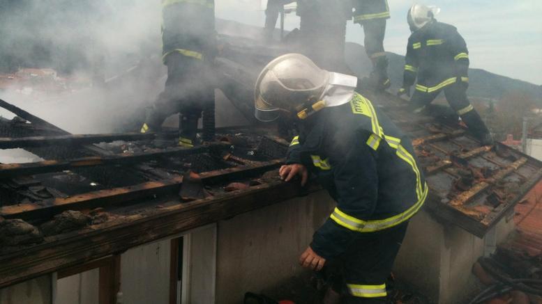 Πυροσβέστης κλήθηκε να σβήσει φωτιά και βρήκε νεκρή τη μητέρα του