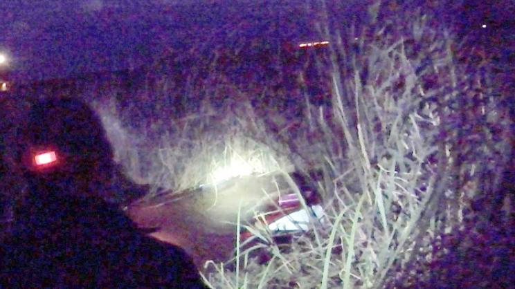 Επιβατικό αυτοκίνητο βυθίστηκε σε αρδευτικό κανάλι