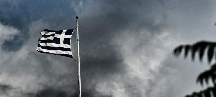 ΕΛΣΤΑΤ: Σε ύφεση παραμένει η ελληνική οικονομία στο β΄τρίμηνο. Πτώση 0,7%