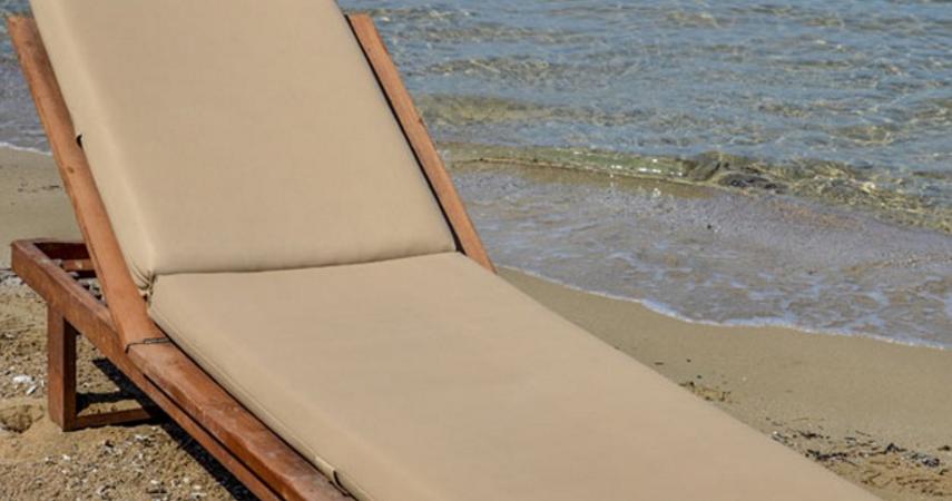 Ήπειρος: Το απίστευτο ποσό που πλήρωσε ζευγάρι για δυο ξαπλώστρες σε παραλία