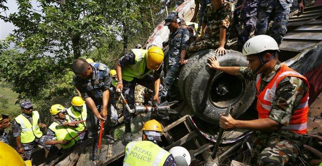 Πάνω από 30 νεκροί στο Νεπάλ αφού λεωφορείο έπεσε σε γκρεμό