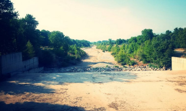 Στέγνωσε ο Πηνειός ποταμός στα Τρίκαλα