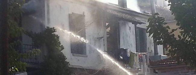 Στις φλόγες ταβέρνα και σπίτι στη Μηλίνα