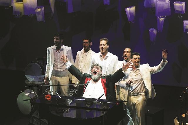 Με τρεις γενιές τραγούδια ο Σταμάτης Κραουνάκης στο Βόλο