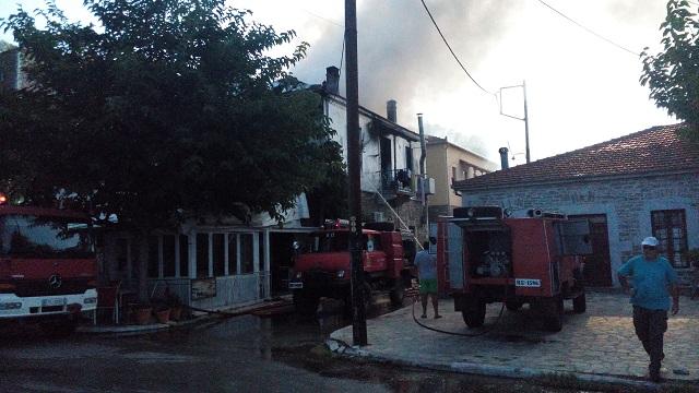 Τρίτεκνη οικογένεια χωρίς σπίτι από φωτιά στη Μηλίνα