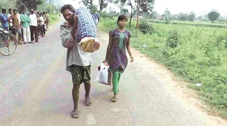 Ινδός κουβάλησε για 12 χιλιόμετρα το σώμα της νεκρής γυναίκας του
