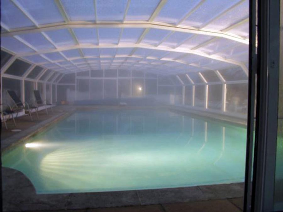 Πνίγηκε στην πισίνα πολυτελούς βίλας σε πάρτι ανταλλαγής συζύγων