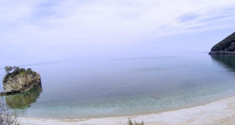 Γέμισε η παραλία Καμάρι