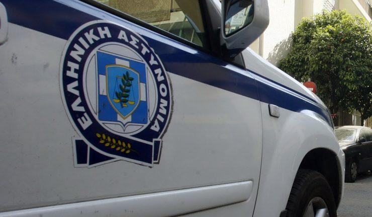 Παραδόθηκε ανήλικος που μαχαίρωσε αστυνομικό στο Αίγιο