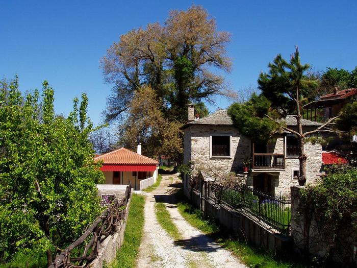 Κάτοικοι Βένετου: Το χωριό μας έχει εγκαταλειφθεί πλήρως