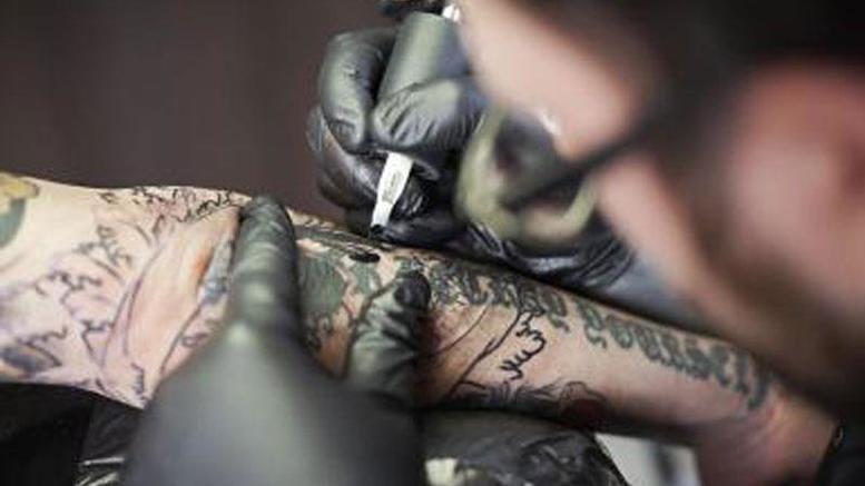 Πόσο επικίνδυνα είναι τα τατουάζ; τι δείχνει έρευνα
