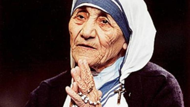 O Independent αποκαθηλώνει τη Μητέρα Τερέζα