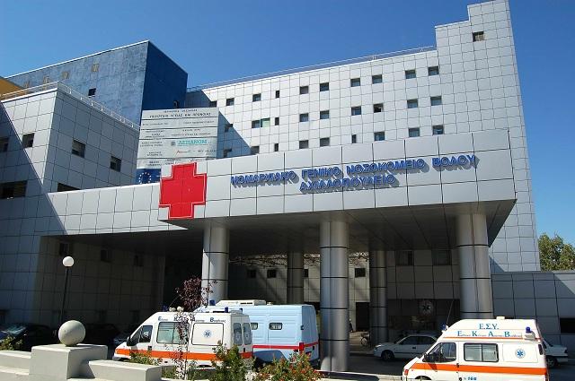 Αναψαν φωτιές οι εθελοντές στο Νοσοκομείο Βόλου