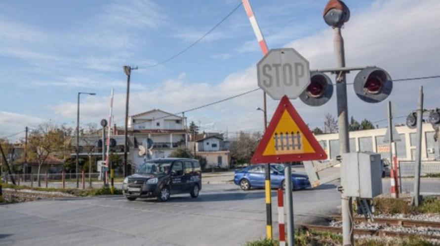 Φορτηγό ανατράπηκε σε διάβαση του ΟΣΕ στη γραμμή Λάρισας -Βόλου
