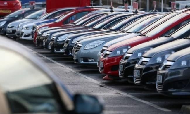 Πολλά τα σενάρια για τα τέλη κυκλοφορίας αυτοκινήτων το 2017