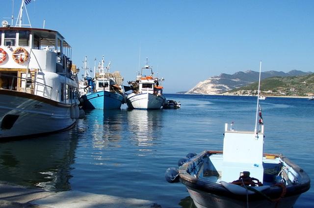 Πρόσδεση σκαφών στο καταφύγιο του Πλατανιά