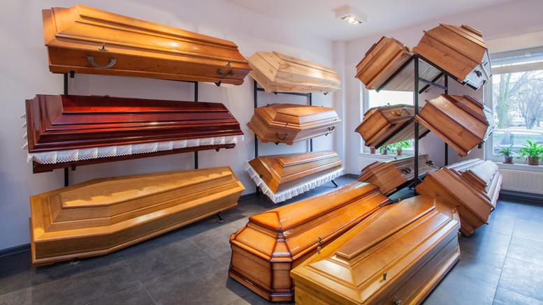 Ηλεία: Εργολάβος κηδειών «κάρφωσε» στο κεφάλι συγγενή νεκρού
