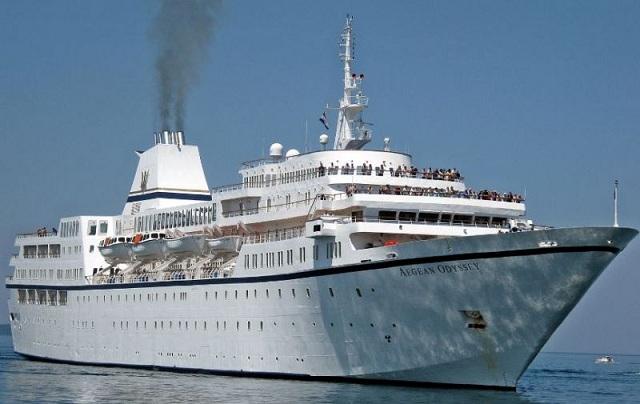 Μία ακόμη πλωτή πολιτεία έδεσε χθες στο λιμάνι του Βόλου και εντυπωσίασε