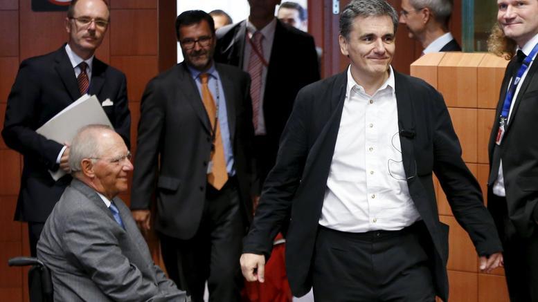Νέος πάγος Σόιμπλε στη συζήτηση για το ελληνικό χρέος