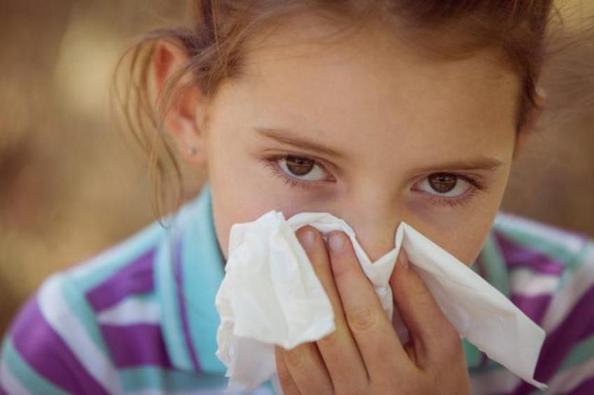 Πώς να προστατεύσετε το παιδί σας από τα σχολικά κρυολογήματα