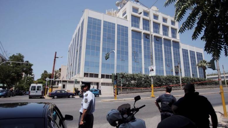 Συνέλαβαν άνδρα με καραμπίνα & σουγιά έξω από το κτίριο του ΣΚΑΙ