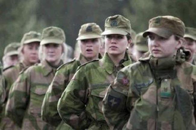 Σουηδία: Συζητά επαναφορά υποχρεωτικής θητείας, τώρα και για γυναίκες