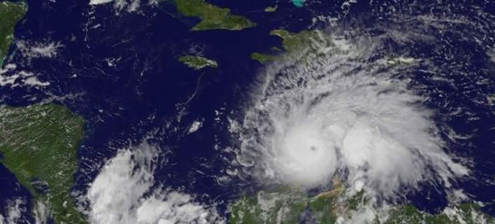 Ενισχύθηκε ο τυφώνας Μάθιου. Ανεμοι με ταχύτητα έως και 260 χλμ. την ώρα