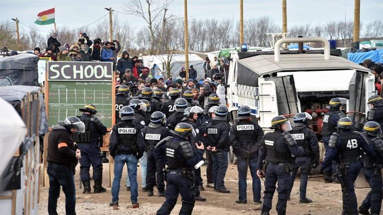 Γαλλία: Συγκρούσεις αστυνομικών με διαδηλωτές στη  «Ζούγκλα του Καλαί»